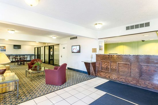 Edgewood, MD: lobby