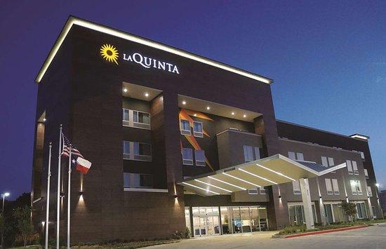 Duncanville, TX: Exterior view
