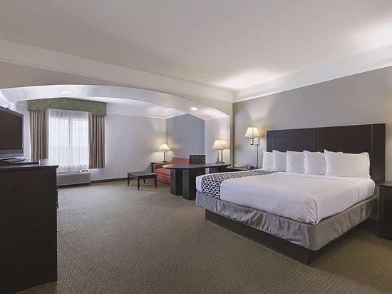 La Quinta Inn & Suites Deer Park: Guest room