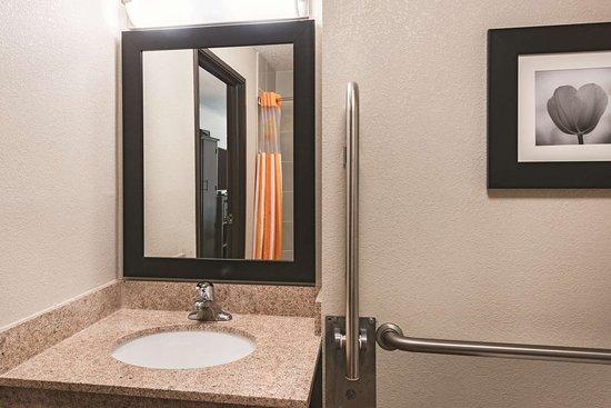 Plainfield, CT: Guest room