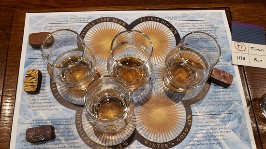 Dalwhinnie, UK: Our whisky and chocolate pairings - blissful <3