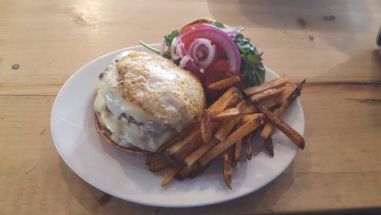 Princess Anne, Maryland: Burger with an over easy egg