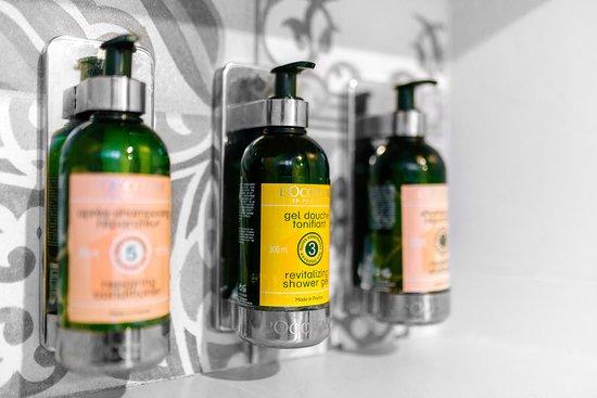 Palo Verde Sustainable Hotel: L'Occitane eco refill shower kit