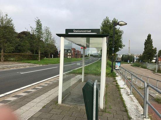 อูดิทอร์น, เนเธอร์แลนด์: bus stop behind Het Spoorhuis.