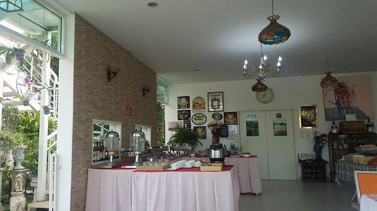 Baan Ing Khao: Breakfast area