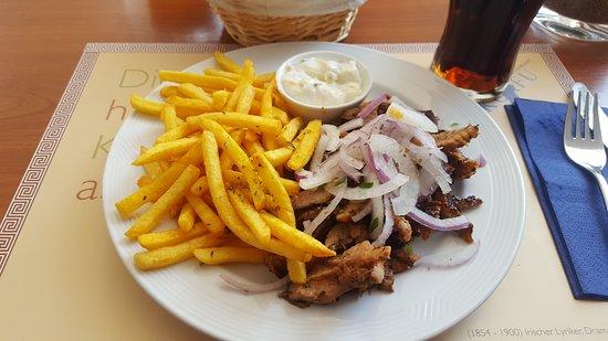 Burscheid, Deutschland: Gyros mit Pommes Frites und Tzatziki
