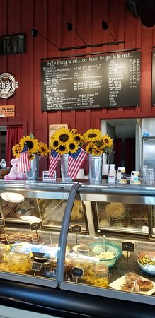 Center Harbor, New Hampshire: Order at the counter, dine in or take it to go