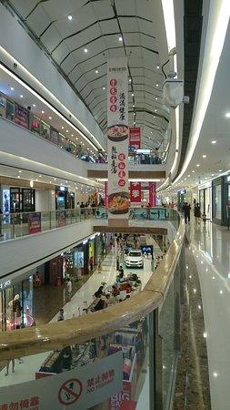 Fuyang, China: 步行街內的商城