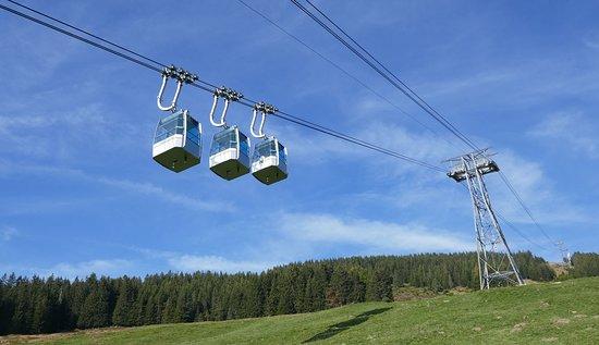 Beatenberg, Schweiz: ... mit der Gondelbahn bergwärts