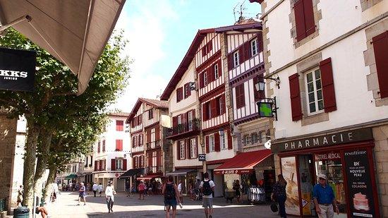 La Rue Gambetta : Rue Gambetta à Saint-Jean-de-Luz