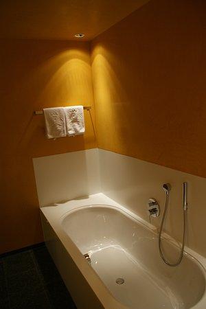 Hittisau, Austria: Mooie stijlvolle badkamer, heel schoon en luxe