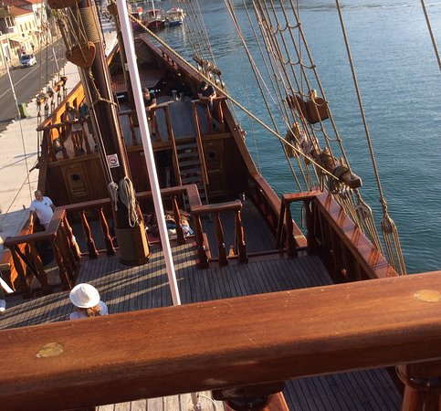 Cruzeiro panorâmico Game of Thrones de Dubrovnik com Karaka: Standing on bridge