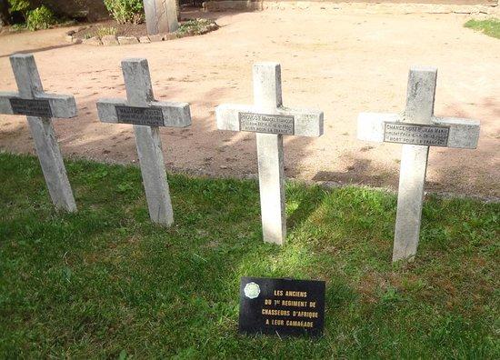 Kaysersberg-Vignoble, France: Cimetière militaire à Kaysersberg (derrière l'église Ste Croix)