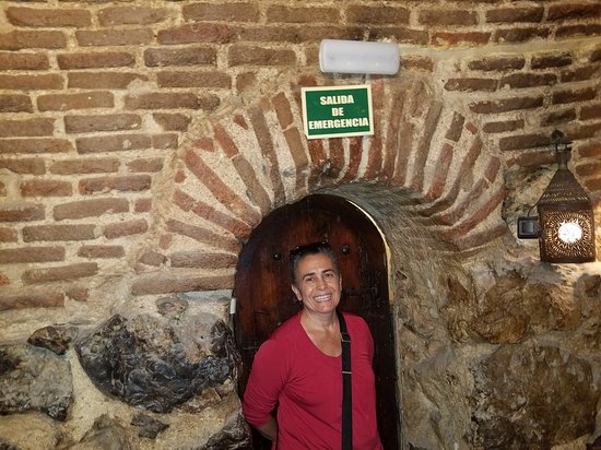 Insider's Madrid: entrance to wine seller