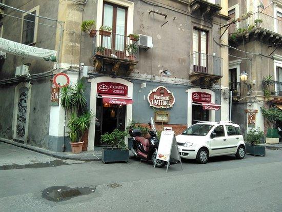Trattoria la Pentolaccia: お店の入り口