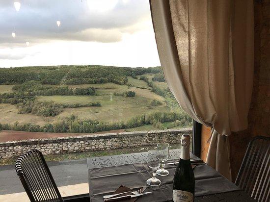 Puycelci, France : vue sur la vallée