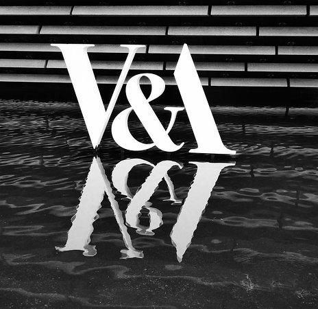 V&A Dundee: Outside the V&A