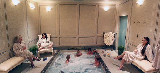 Old Edwards Inn and Spa: Jacuzzi in the ladies lounge at the spa.