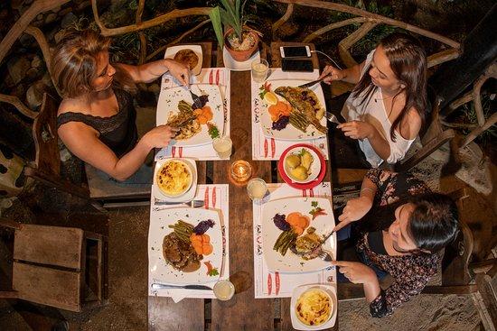 Palora, Ecuador: Swiss Bistro en los jardines