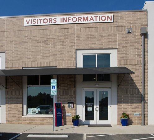 Mooresville, Caroline du Nord : The Visitors Center is conveniently located off Exit 31 at Langtree at the Lake.