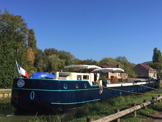 Maconge, France: The Peniche Magnolia