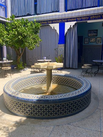 Jewish Heritage and Moorish Splendor: Private Guided Marrakech Tour: Fountain at Jewish synagogue