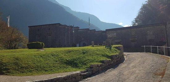 Log pod Mangartom, สโลวีเนีย: Kluže fort