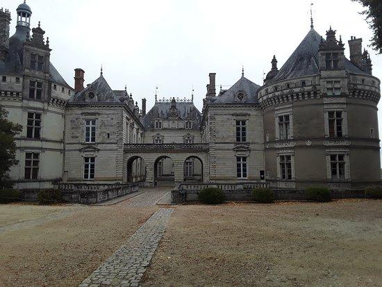 Le Lude, فرنسا: vue de l'entrée du château.