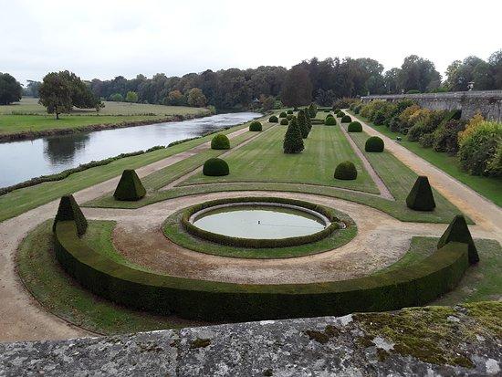 Le Lude, فرنسا: partie du parc du château.