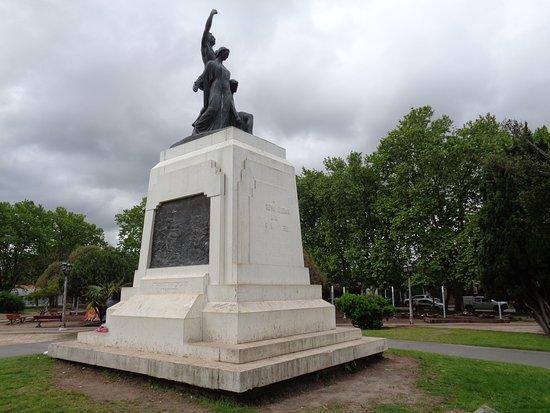 Chascomus, Argentina: Monumento a los caídos en la Batalla de Chascomús
