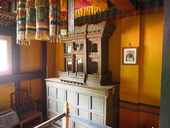 Jakar, Bhutan: Wohnzimmerschrank