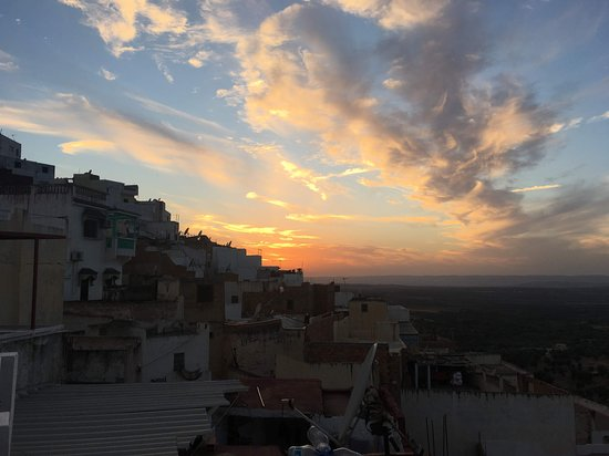 Moulay Idriss, Marokko: Sunset view from the roof terrace.