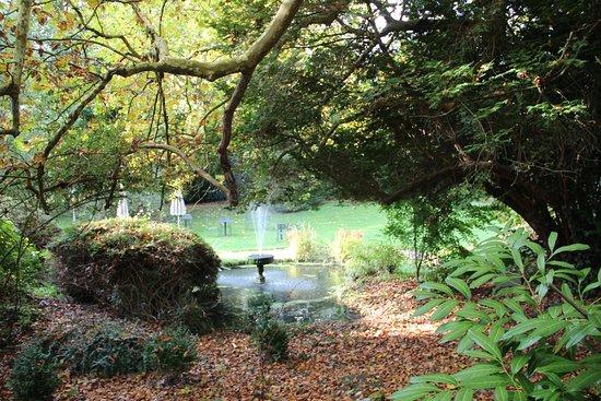 Hedendaags Fontein in de tuin bij de Orangerie - Picture of Belle Isle sur RI-07