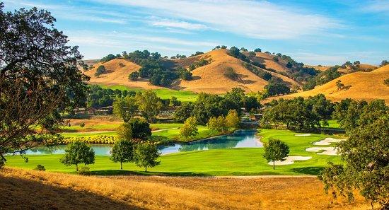 San Martin, CA: Cordevalle's beautiful 18th hole