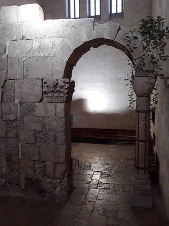 Church of Saint Alexander Nevskiy: Y en el interior de esta Iglesia.......restos milenarios de valor histórico incalculable