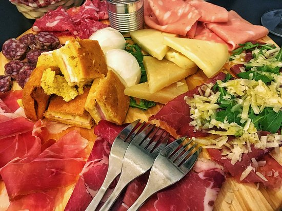 Carsoli, Italië: Assiette de charcuterie et de fromagge