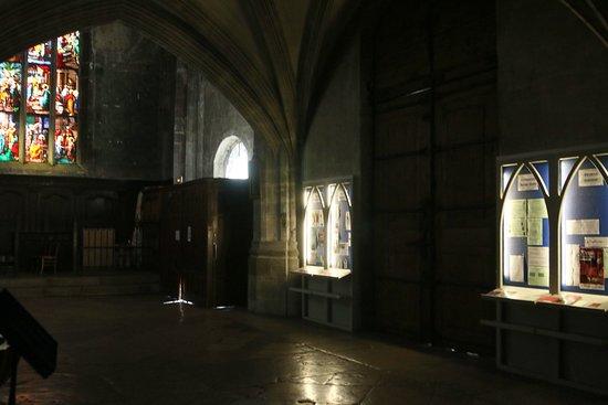 Eglise Notre-Dame de Bourg-en-Bresse: L'intérieur de l'église et ses informations