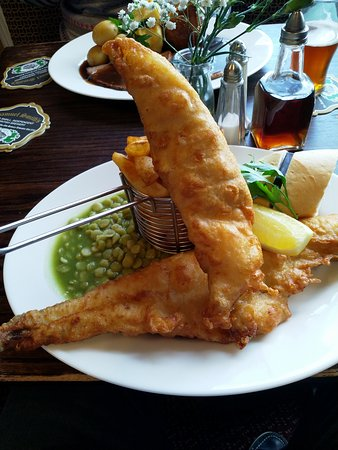 Bishopthorpe, UK: Beer Battered Fish and Chips