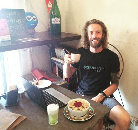 Cafe Bonsai: A divemaster who loves granola! Sweet N' fresh breakfast ;)