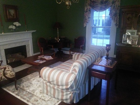 Clinton, NC: Front common room.