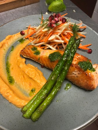 Salmon & fennel salad