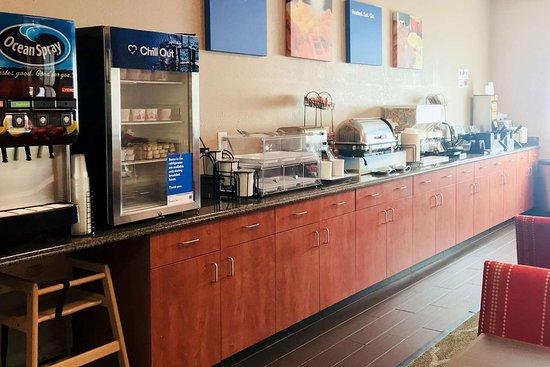 Comfort Inn South: Breakfast area