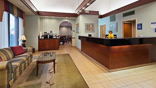 Best Western Staunton Inn: Lobby