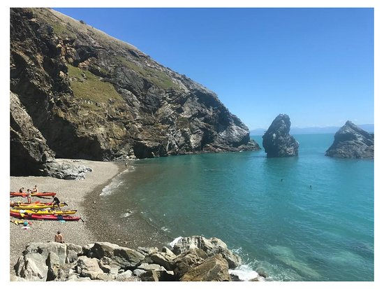 Beautiful picnic spot an hour paddle away from Cable Bay Beach, Nelson.