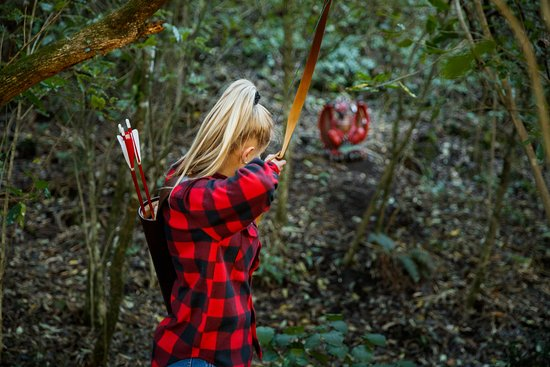 "Nelson, Neuseeland: ""Hunt"" lifelike game and fantasy archery targets in our native forest archery range."
