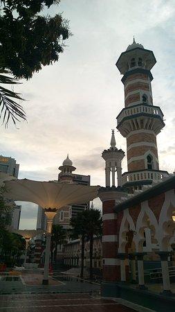 مسجد جامك: Side View