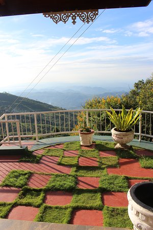 deluxe rooms patio with mountain views