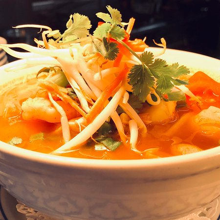 House of Siam Thai Restaurant: lunch idea for Thai quick meal, This dish load of fresh herbs, chili, lime juice freshly your ch