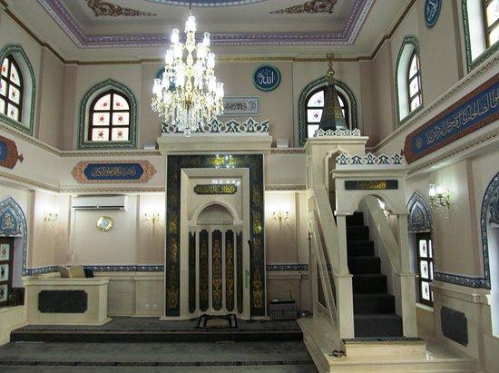 Sailors' Mosque: Интерьер. Минбар и михраб.