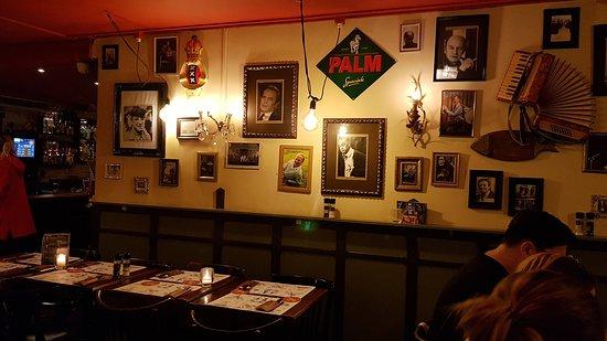 Cafe Sonneveld: inside